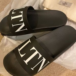 **AUTHENTIC** Unisex Valentino Slides